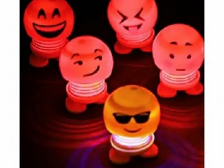 Boneka Per Emoji LED Kepala Goyang Kici Kici